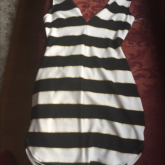 Dresses & Skirts - Cute black white and gold dress! Size L!💜